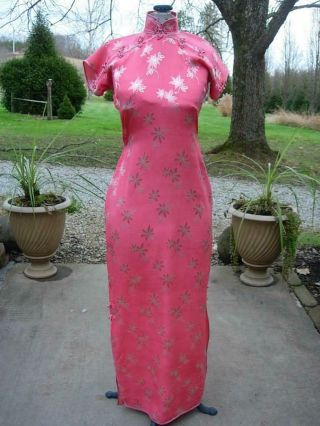 A Old 1930s Chinese Pink Floral Silk Brocade Cheongsam Robe,  Qipao