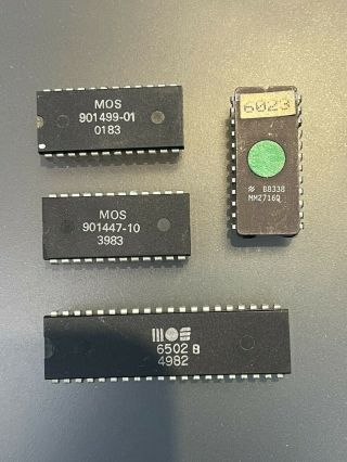 Commodore Pet Cbm 4032 - Chips From Motherboard Incl.  Mos 6502 Microprocessor
