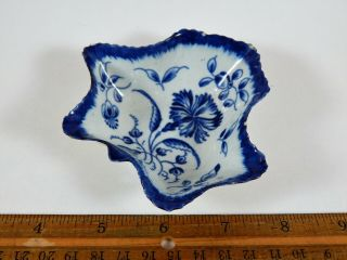 Dr.  Wall First Period Worcester Leaf Shape Pickle Dish Gillyflower C.  1775